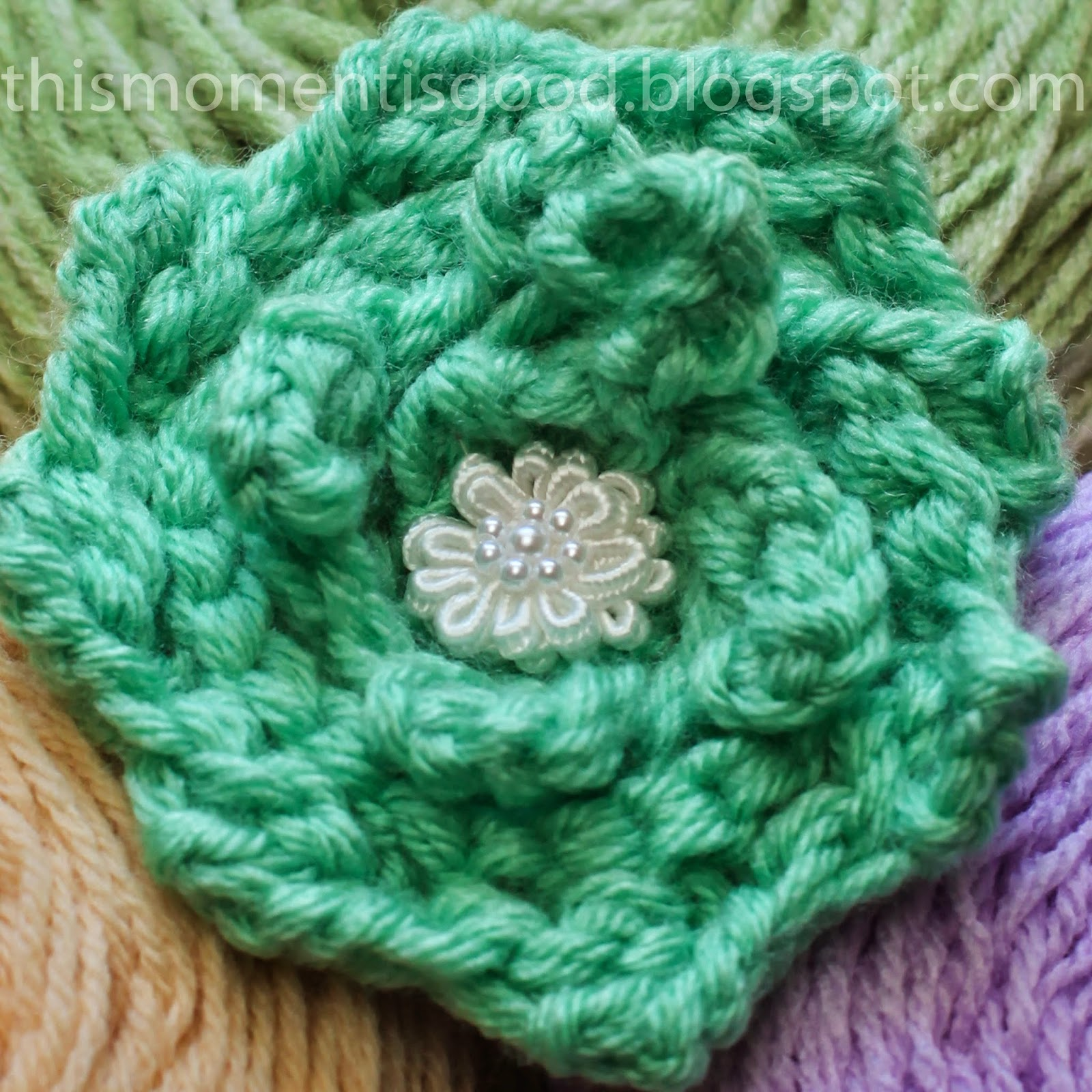 Scallop Stitch Loom Knit Rose - LoomaHat.com